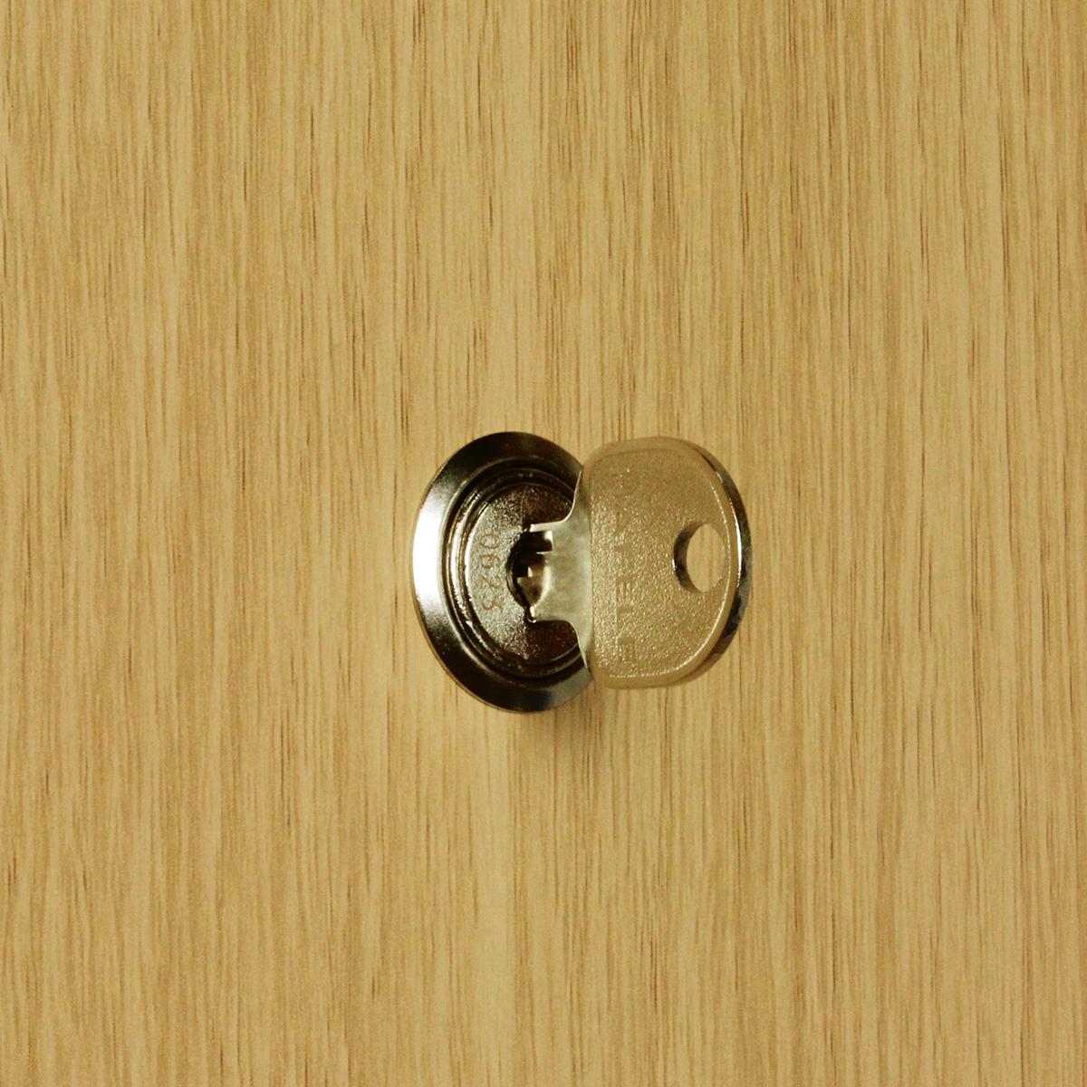 鍵付き収納で重要書類を安全に保管