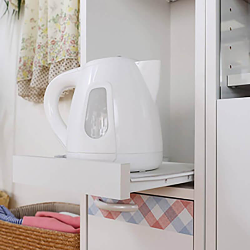 家電収納に便利なスライド棚付き