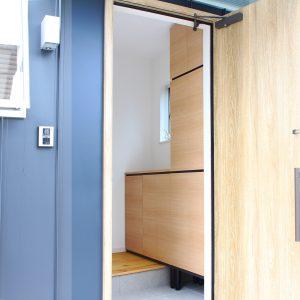 新築の玄関にポルターレ エントランスを設置