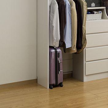 スーツケース等が出し入れしやすい構造