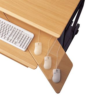 ベーシックかつ機能性を兼ね備えたパソコンデスク