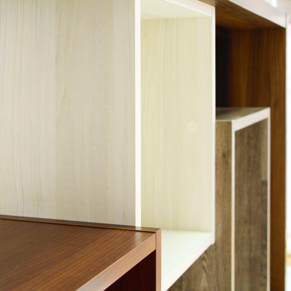 重厚感のある棚の組み合わせ。