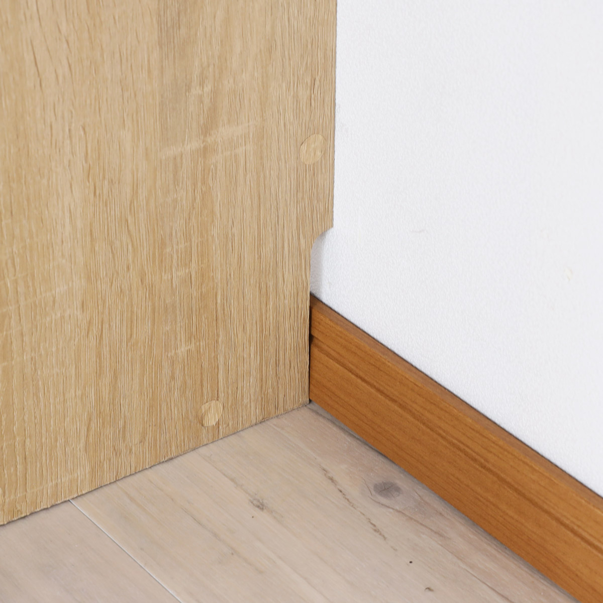 壁にぴったり設置できる巾木よけ